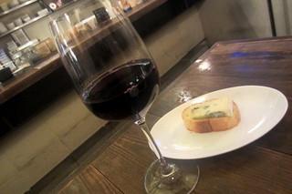 北浜ダイナー - グラスワイン(赤)イージーバイ エ二ーラメルロー¥580