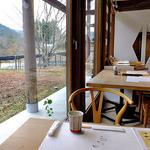 小来川 山帰来 - 窓が大きく,開放感があります