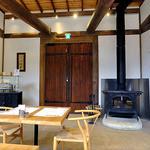 小来川 山帰来 - 暖炉が設置されています