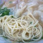 16085523 - ぷりぷりのワンタンに囲まれて幸せ。麺もシコ感強めで美味しかった。