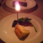 レストラン 半文居 - 結婚記念日ということで、照明も落として素敵な演出をしていただきました。
