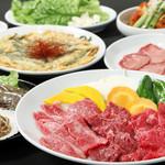 炭火焼肉 ソウル - こまコース、定番のお肉に魚介焼やチヂミがついたちょと贅沢なコース。