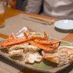 仁 - カニは海と同じ塩分でふっくらゆでます。