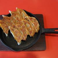 中国料理 五十番 - 鉄鍋餃子 580円