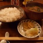 お食事処 いづみ - ご飯・お味噌汁・お漬物