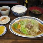 わらじ家 - 野菜イタメ定食 500円 たくわん・小鉢付き