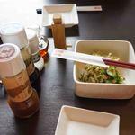 とんかつ浜勝 - 料理写真:調味料、ドレッシングとお新香
