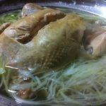 もと家 - 長時間じっくり煮込んだ、丸鶏鍋です!ホロホロですよ!