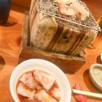 魚 しんのすけ - お通しはヒイカ炙り