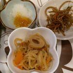 もつ九 - もつ九 @上板橋 500円定食に3っつも付く小皿