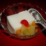 山珍居 - 杏仁豆腐