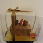 デカダンス ドュ ショコラ - パウンドマロン(焼菓子)、持ち帰り途中でトッピングのチョコが破損