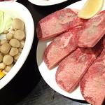 島田屋 - 野菜焼き盛り合せ_420円と牛タン_714円