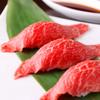 月島屋 - 料理写真:炙り牛トロ握り寿司(1貫)380円