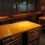 ステーキハウス けん - テーブル席