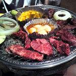 和牛焼肉食べ放題 肉屋の台所 飯田橋店 - 焼肉中