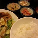 侍 - ご飯もお代りできるし、なかなかヨロシイ( ゚Д゚ノノ☆パチパチパチ