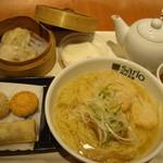 聘珍樓月餅 - 飲茶セット880円とワンタン麺350円