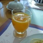 16105822 - 絞りたてのオレンジジュース