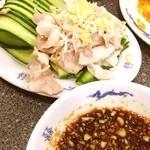 天龍 - 茹で豚ニンニクソース ( ̄▽ ̄)