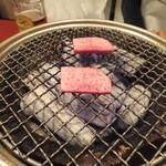 炭火焼肉香味苑 - 塩タン塩、焼いています