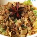 香家 - マーラー汁なし坦々麺 各種スパイスをたっぷり使ったスパイシーな汁なし坦々麺 890円