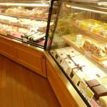 ロンシャン洋菓子店 - ケーキのショーケース