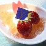 ロンシャン洋菓子店 - 桜ゼリーの杏仁豆腐