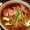 鞍馬 - 料理写真:鴨南蕎麦 今の時期はやっぱコレだねー(≧∇≦) 歯ごたえのある鴨肉 つゆに溶けだした鴨脂 それを吸い込んだネギ 美味いなー