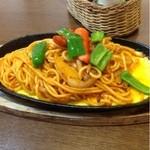メルヘン - 料理写真:鉄板イタリアンスパゲティー  650円