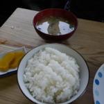 有精美容卵 コケコッコー共和国 山の駅よって亭 - ランチ480円のみそ汁とご飯と漬けもの 安い!