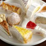 エンリコ - 10種類の中から好きな組み合わせを選ぶ『ケーキセット』  500円