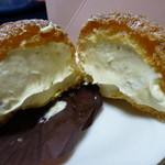 菓子工房 ササンボン - シュークリーム半分に割った所