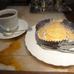 マックス - ブレンドコーヒーとアップルパイ