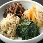 炭火焼肉 ソウル - ナムル盛り合わせ