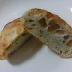 16121348 - バジルとチーズのフォカッチャ カット