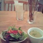 トモチェカフェ - ランチのスープ・サラダ