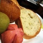 16126425 - 自家製パン。
