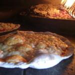 ルドルフ - 薪で焼くピザ 四種類のチーズをトッピング