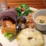 MACOU'S BAGEL CAFE - ベーグルサンドランチ