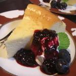 ルドルフ - ベークドチーズ旬のブルーベリーソース
