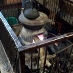 美里 - だるまストーブに火が入ってました。