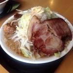 羽屋 - てつ次郎らー麺(チャーシュー側)