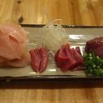 16140701 - 鶏さしみ  左から  胸肉  ハツ   砂肝                        レバー