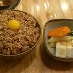 16140724 - 鶏そぼろ丼  お新香                                              〆にはやっぱりコイツでしょ!