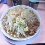 ラーメン二郎 - ドカ盛り豚ラーメン ニンニクヤサイアブラ上から