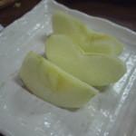 あら川丸 - デザートのリンゴ