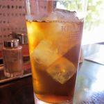 台湾料理 百楽門 - 大きなグラスに入ったウーロン茶