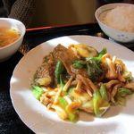 台湾料理 百楽門 - カキとしめじ炒め