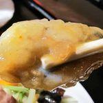 台湾料理 百楽門 - プリプリの大きなカキが衣に包まれている